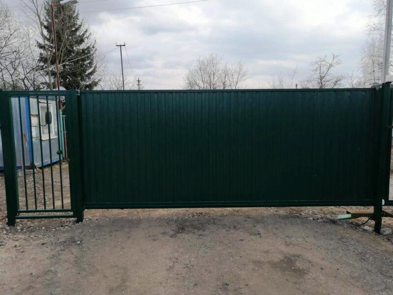 Установка откатных ворот из профлиста и калитки