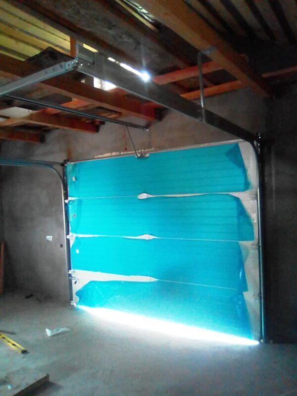 Подготовка к монтажу секционных гаражных ворот