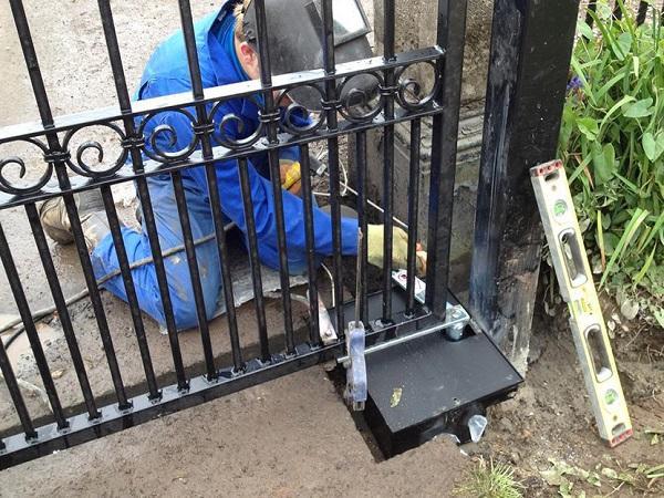 Ремонт распашных ворот в Москве и области