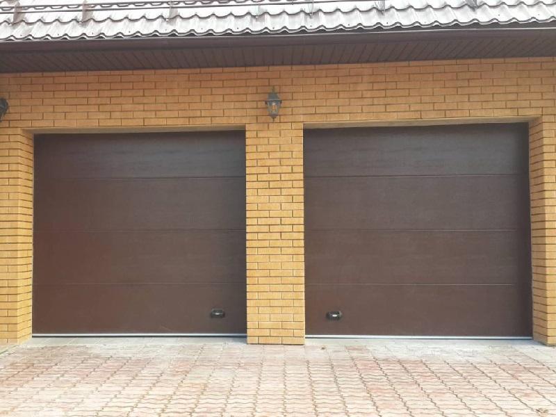 Монтаж двух гаражных секционных ворот
