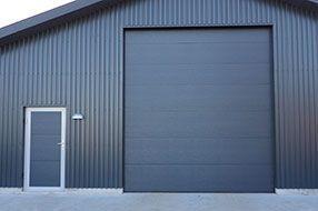 боковая дверь для промышленных секционных ворот Алютех