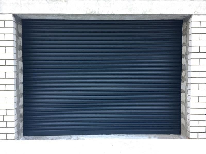 Роллетные гаражные ворота установка