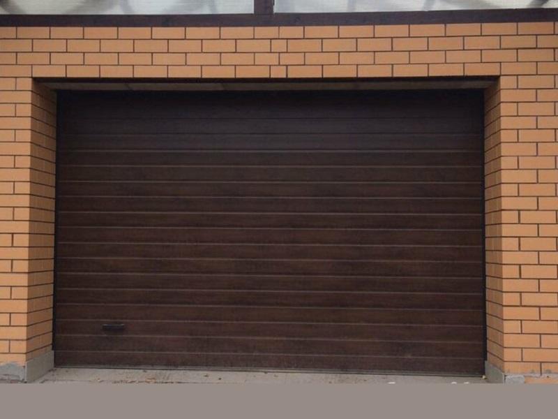 Автоматические секционные гаражные ворота купить в Москве